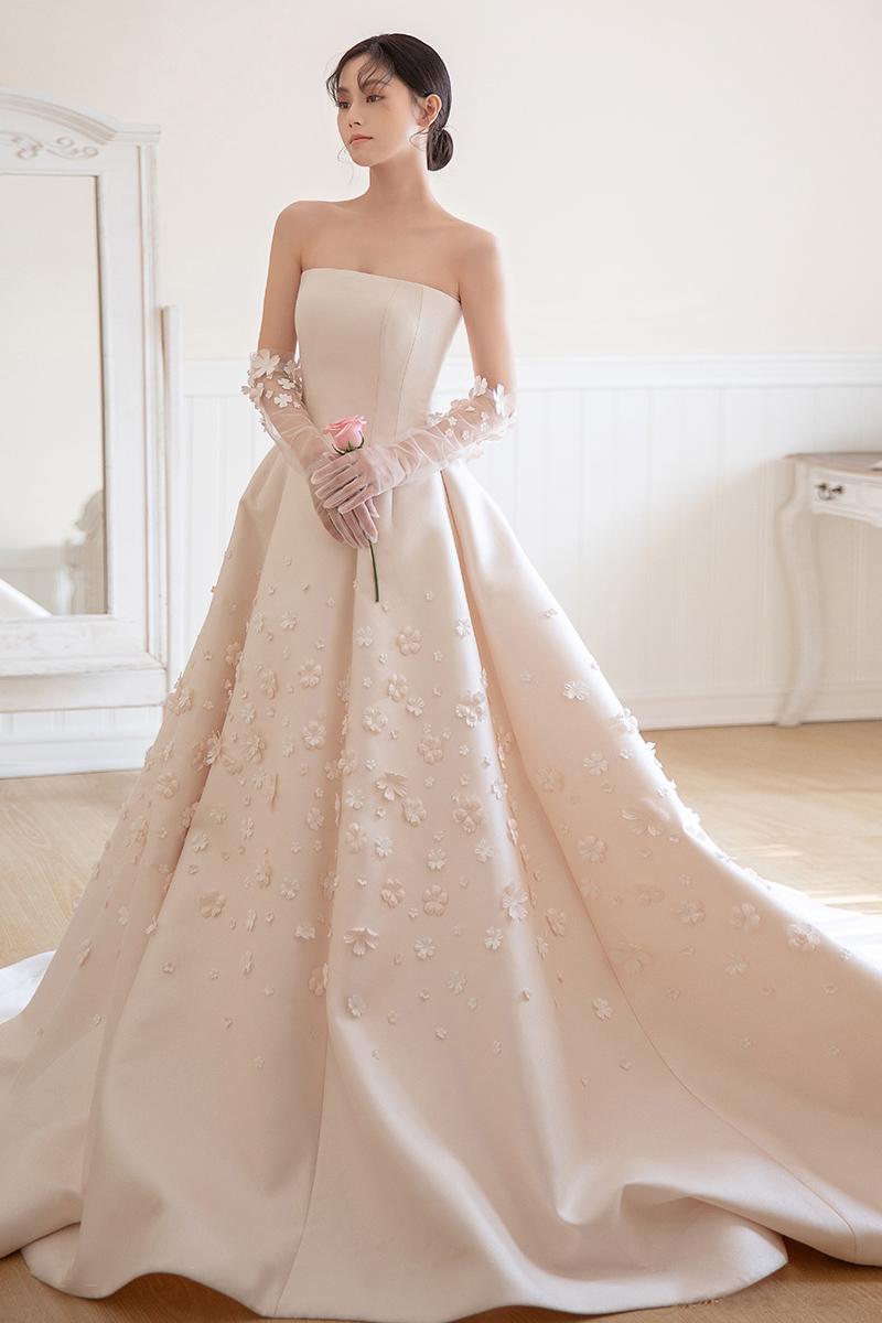 váy cưới trắng